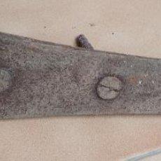 Antigüedades: BISAGRA HIERRO FORJA ANTIGUA. 39 CMS.. Lote 195972871