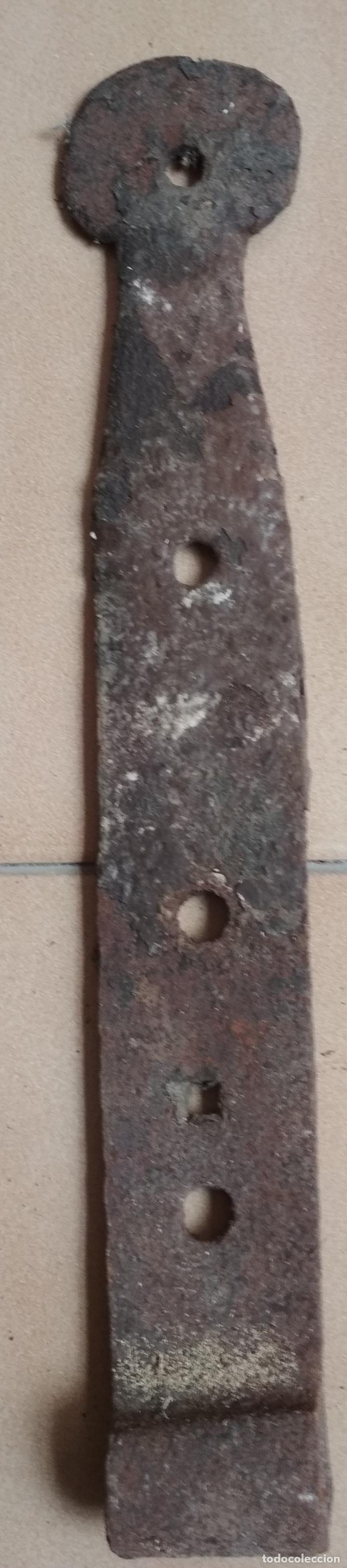 BISAGRA HIERRO FORJA ANTIGUA. 31 CMS. (Antigüedades - Técnicas - Cerrajería y Forja - Bisagras Antiguas)