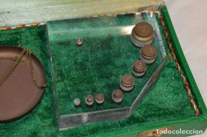 Antigüedades: ANTIGUA BALANZA / PESO en MINIATURA - De METAL y estuche MADERA / UNA JOYA - PRECIOSA - ¡Mira fotos! - Foto 5 - 196001728