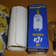 Antigüedades: ANTIGUA LÁMPARA PROYECTOR ECA 125 100 CON CAJA BOMBILLA RECAMBIOS. Lote 196056470