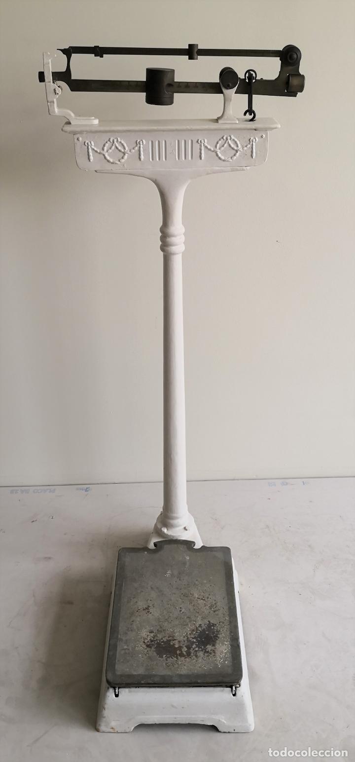 BÁSCULA DE FARMACIA. HIERRO Y BRONCE. BALLARIN. BARCELONA. CIRCA 1920. (Antigüedades - Técnicas - Medidas de Peso - Básculas Antiguas)