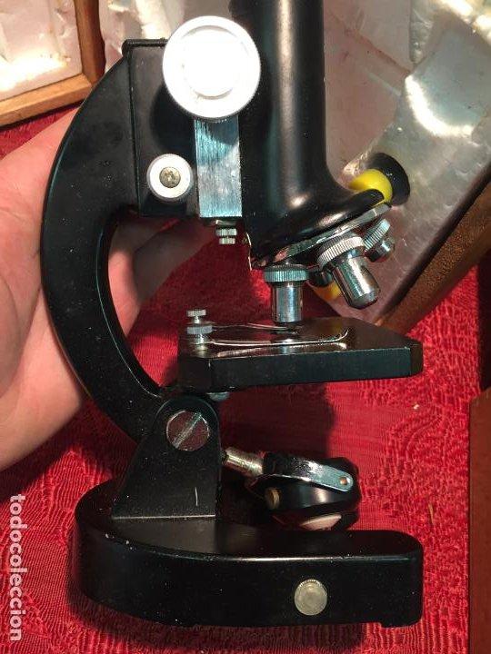 Antigüedades: Antiguo pequeño microscopio marca Hoc con caja de madera años 60 - Foto 6 - 196129007