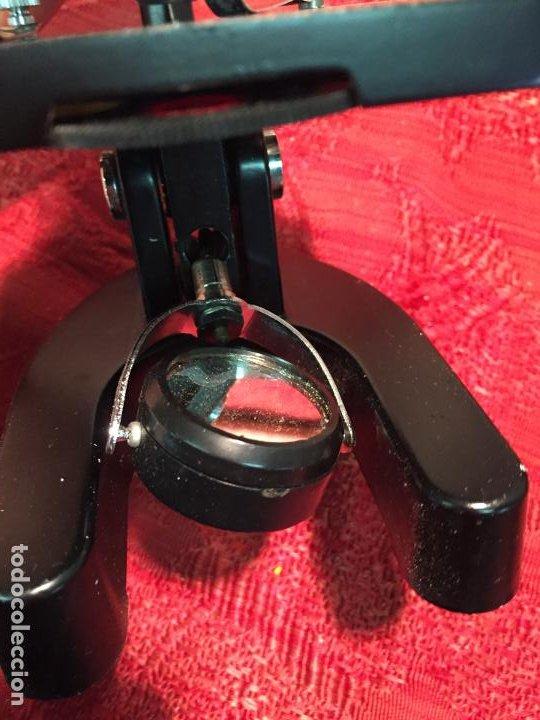 Antigüedades: Antiguo pequeño microscopio marca Hoc con caja de madera años 60 - Foto 8 - 196129007