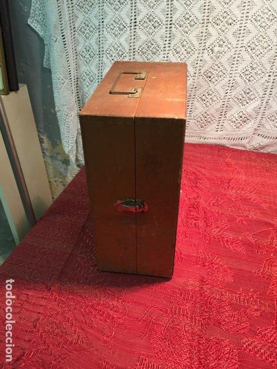 Antigüedades: Antiguo pequeño microscopio marca Hoc con caja de madera años 60 - Foto 10 - 196129007