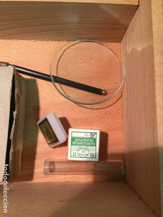 Antigüedades: Antiguo pequeño microscopio marca Hoc con caja de madera años 60 - Foto 15 - 196129007