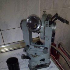 Antiquités: ANTIGUO TEODOLITO EN SU CAJA ORIGINAL COMPLETO.VER FOTOS.. Lote 196207000