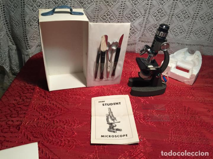 Antigüedades: Antiguo pequeño microscopio de estudiante marca Hoc con caja de madera años 60 - Foto 3 - 196222016