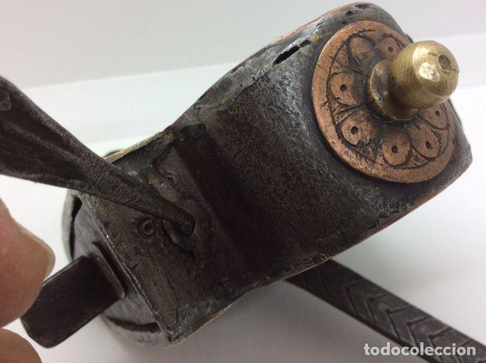 Antigüedades: ESPECTACULAR CANDADO DECORADO CON SECRETO. FUNCIONA PERFECTAMENTE. PP. S.XIX. FORJA / FUNDICIÓN - Foto 7 - 196267416