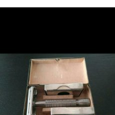 Antigüedades: ANTIGUA MAQUINILLA DE AFEITAR GILLETTE FLARE TIP ROCKET-S SUPER SAFETY RAZOR EN CAJA METÁLICA. Lote 196374136