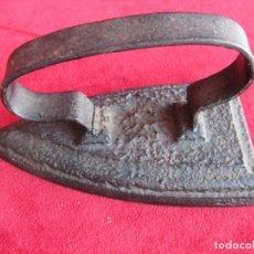 Antigüedades: ANTIGUA Y MUY PESADA PLANCHA ,( 2 KILOS) DE COLECCIÓN. PERFECTO ESTADO. Lote 196445986