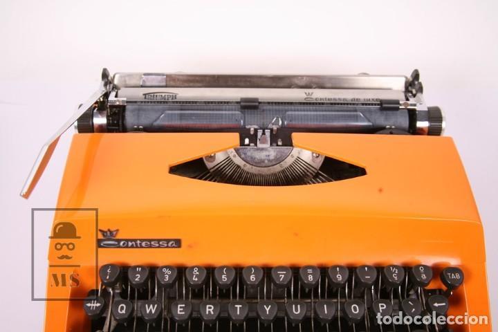 Antigüedades: Antigua Máquina de Escribir - Triumph / Contessa de Luxe - Color Naranja - Instruciones y Maletín - Foto 3 - 196502391