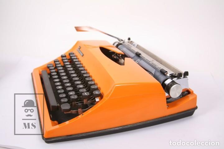 Antigüedades: Antigua Máquina de Escribir - Triumph / Contessa de Luxe - Color Naranja - Instruciones y Maletín - Foto 5 - 196502391