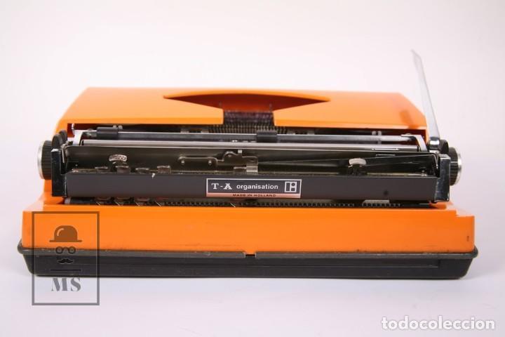 Antigüedades: Antigua Máquina de Escribir - Triumph / Contessa de Luxe - Color Naranja - Instruciones y Maletín - Foto 6 - 196502391