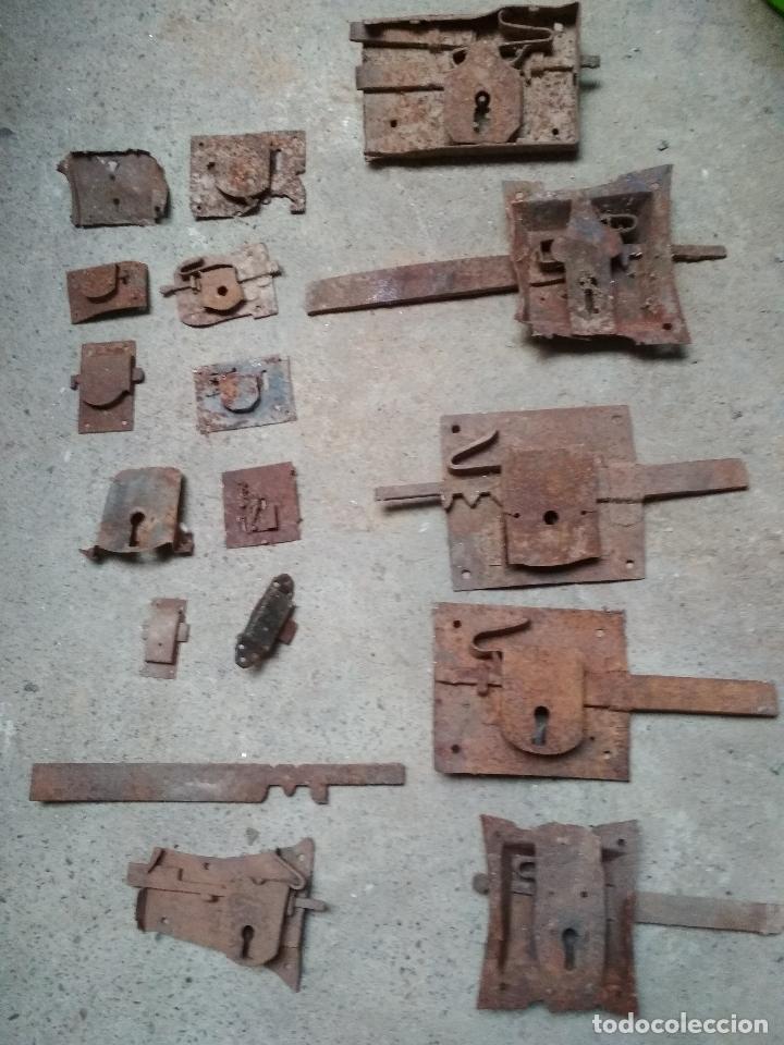 Antigüedades: LOTE 17 CERRAJAS Y PIEZAS VARIAS CERRAJERIA. HIERRO FORJA ANTIGUAS - Foto 2 - 196755263