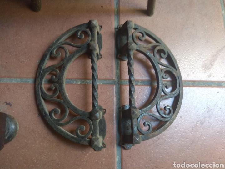 Antigüedades: Pareja de Tiradores de Forja - Gran Tamaño - Raros - - Foto 3 - 196799805