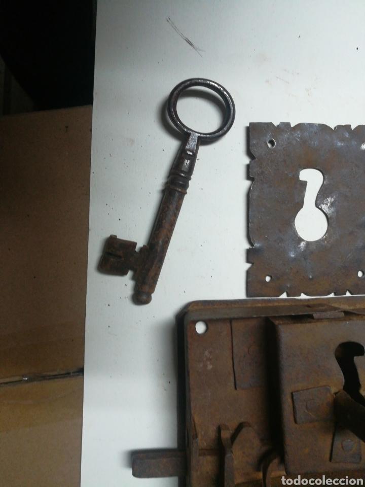 Antigüedades: Cerradura antigua con llave y bocallave - Foto 2 - 196917238