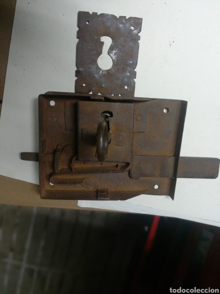 Antigüedades: Cerradura antigua con llave y bocallave - Foto 3 - 196917238