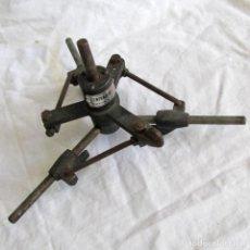 Antigüedades: HERRAMIENTA DE HIERRO CENTRADOR RALO PATENTADO. Lote 197097202