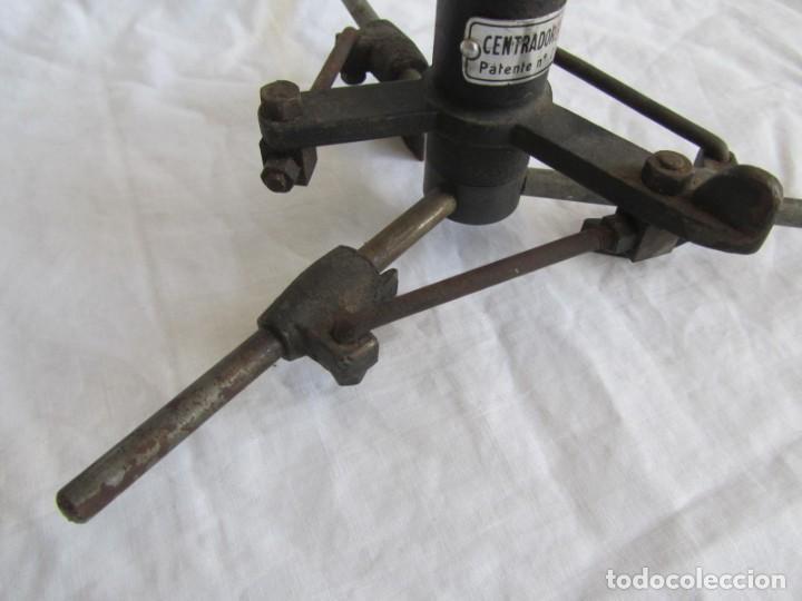 Antigüedades: Herramienta de hierro centrador Ralo Patentado - Foto 4 - 197097202