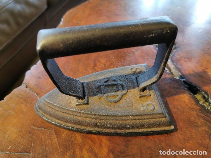 Antigüedades: PLANCHA DE HIERRO 5 S - INICIALES - CU - Foto 2 - 197134848