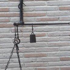 Antigüedades: 5.- ROMANA ANTIGUA ESPAÑOLA DE PLATO CON TRES GANCHOS EN HIERRO FORJADO.. Lote 197144921