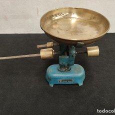 Antigüedades: ANTIGUA BASCULA DE VOLADOR BS. Lote 197275096