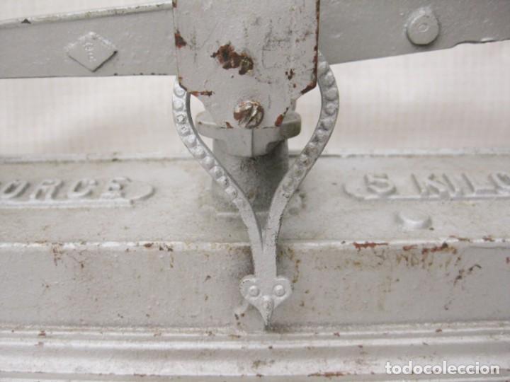 Antigüedades: BÁSCULA BALANZA DE HIERRO FORCE DE 5 KILOS EN PERFECTO ESTADO. EQUILIBRADA, PARA SEGUIR TRABAJANDO - Foto 4 - 197390112