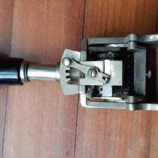 Antigüedades: NUMERADOR CASCO MODELO 500 - 5 MM. Lote 197402847