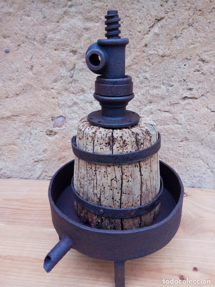 Antigüedades: PRENSA PARA VINO DE HIERRO Y MADERA 26 X 28 X 43 CM. - Foto 3 - 197443678