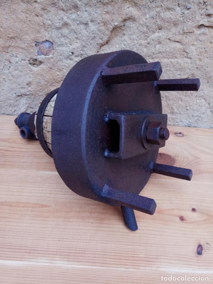 Antigüedades: PRENSA PARA VINO DE HIERRO Y MADERA 26 X 28 X 43 CM. - Foto 4 - 197443678