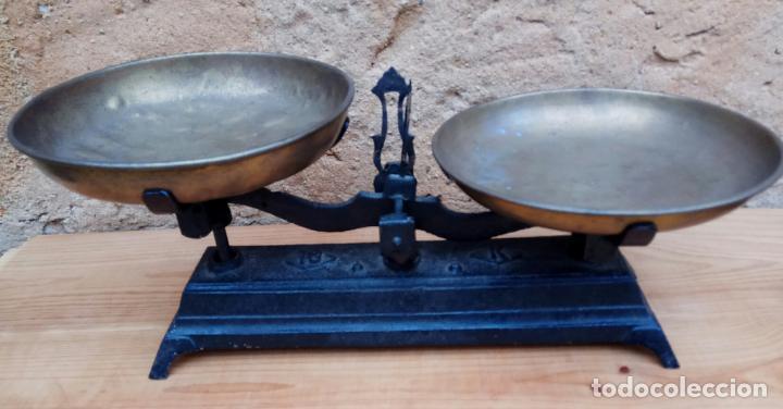 BALANZAS DE 10 KG. HIERRO Y PLATOS DE METAL (Antigüedades - Técnicas - Medidas de Peso - Balanzas Antiguas)