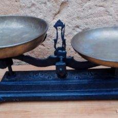 Antigüedades: BALANZAS DE 10 KG. HIERRO Y PLATOS DE METAL. Lote 197444102