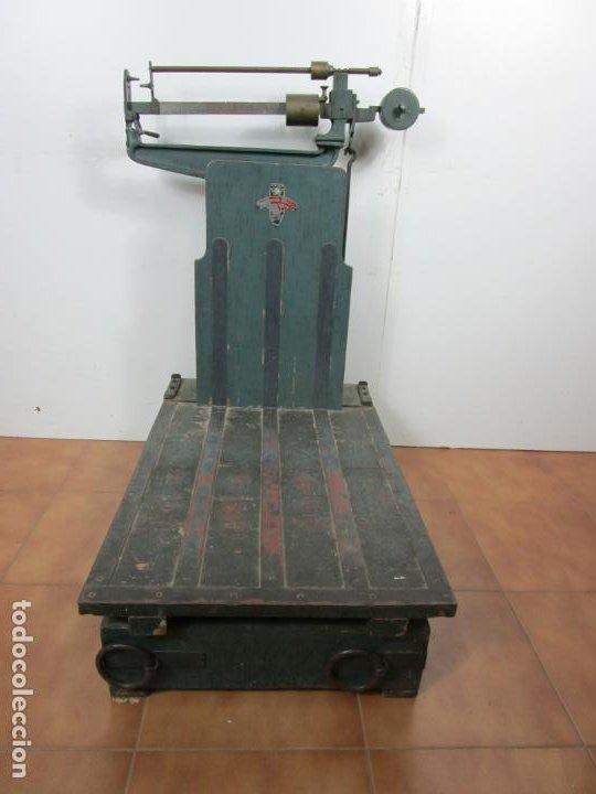ANTIGUA BASCULA - MARCA ARISO, BARCELONA - ROMANA - EN MUY BUEN ESTADO (Antigüedades - Técnicas - Medidas de Peso - Básculas Antiguas)