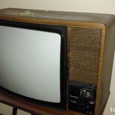 Antigüedades: TELEVISOR ANTIGUO TELEFUNKEN. Lote 197535778