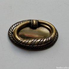 Antigüedades: TIRADOR DE LATÓN ANTIGUO. Lote 197554281