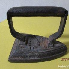 Antigüedades: ANTIGUA PLANCHA HIERRO FORJADO AUTENTICA PIEZAS DE DECORACION RUSTICA . Lote 197591140