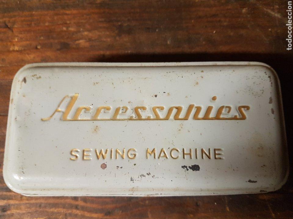Antigüedades: Caja lata con accesorios maquina de coser - Foto 3 - 197861258