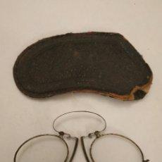 Antigüedades: GAFAS GRADUADAS TIPO QUEVEDO CON FUNDA ORIGINAL. Lote 197944948