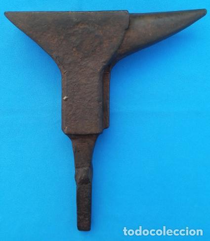 Antigüedades: YUNQUE BIGORNIA ANTIGUO EN HIERRO FORJA -S. XVII-. 34 CMS DE ALTO Y 10.5 KGR DE PESO. - Foto 2 - 197951220