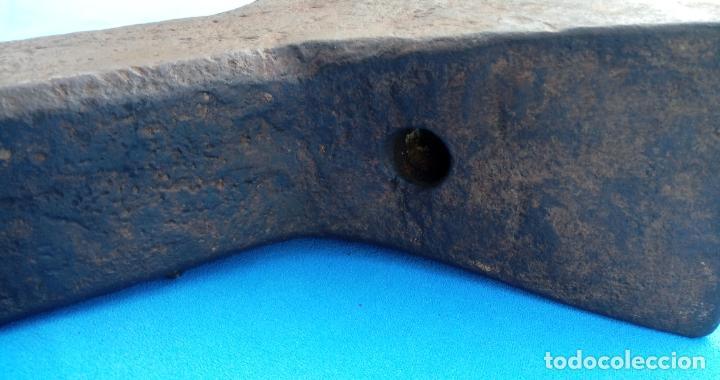 Antigüedades: YUNQUE BIGORNIA ANTIGUO EN HIERRO FORJA -S. XVII-. 34 CMS DE ALTO Y 10.5 KGR DE PESO. - Foto 7 - 197951220