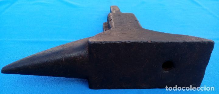 Antigüedades: YUNQUE BIGORNIA ANTIGUO EN HIERRO FORJA -S. XVII-. 34 CMS DE ALTO Y 10.5 KGR DE PESO. - Foto 14 - 197951220
