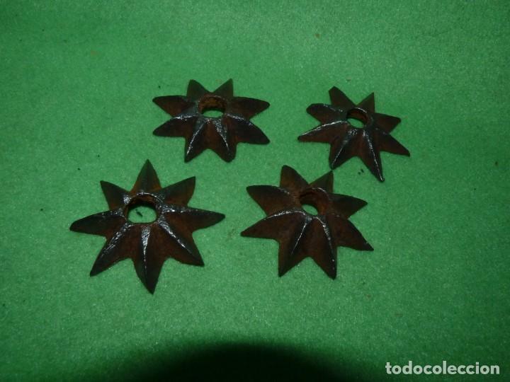 Antigüedades: Raro lote estrellas 8 puntas hierro forjado a mano adorno remate clavo portón madera XIX decoración - Foto 2 - 217194553