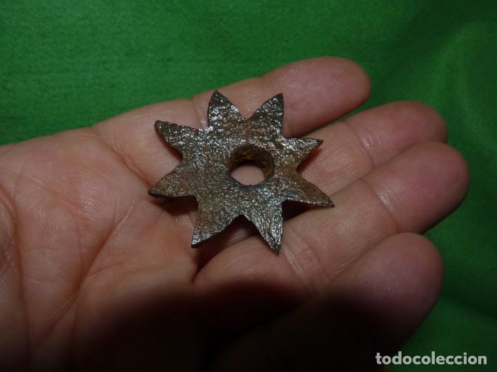 Antigüedades: Raro lote estrellas 8 puntas hierro forjado a mano adorno remate clavo portón madera XIX decoración - Foto 5 - 217194553