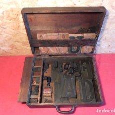 Antigüedades: CAJA CON LETRAS DE IMPRENTA DE MADERA DE FINALES XIX - PRINCIPIOS XX. Lote 198085600