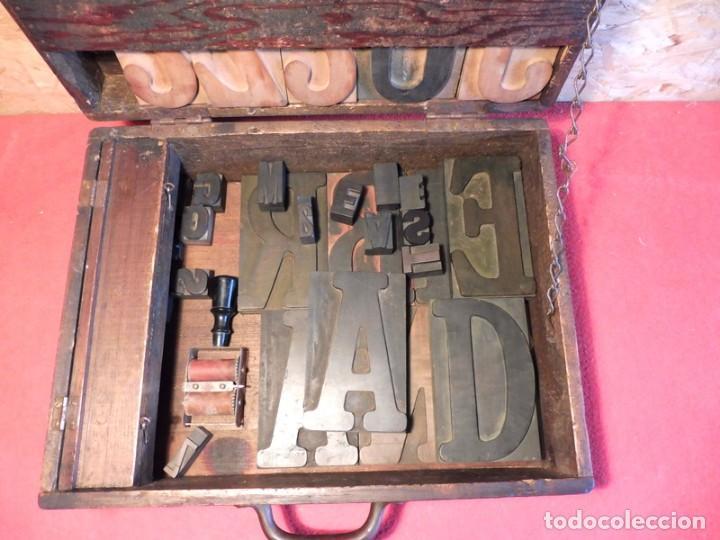 Antigüedades: CAJA CON LETRAS DE IMPRENTA DE MADERA DE FINALES XIX - PRINCIPIOS XX - Foto 3 - 198085600