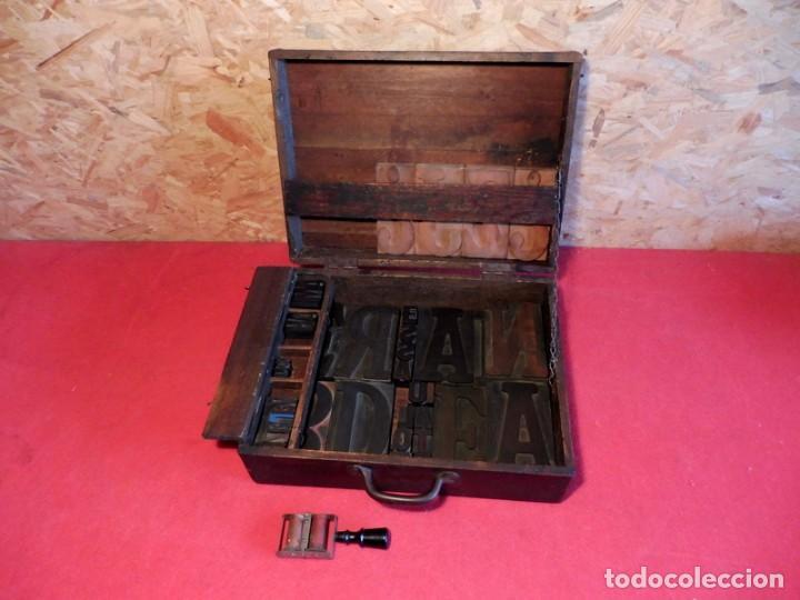 Antigüedades: CAJA CON LETRAS DE IMPRENTA DE MADERA DE FINALES XIX - PRINCIPIOS XX - Foto 12 - 198085600