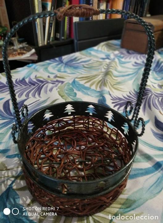 Antigüedades: clasica cesta hierro y mimbre, decoracion abetos, ideal decoracion, Navidad, futero, pastas - Foto 2 - 198291303