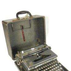 Antigüedades: MAQUINA DE ESCRIBIR ROYAL DE LUXE AÑO 1939 TYPEWRITER SCHREIBMASCHINE. Lote 198404281