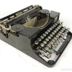 Antigüedades: MAQUINA DE ESCRIBIR TRIUMPH DURABEL AÑO 1935 TYPEWRITER SCHREIBMASCHINE. Lote 198409521