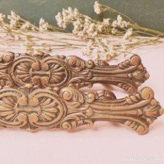 Antigüedades: GRANDES TIRADORES ANTIGUOS LABRADOS (PRECIO 1 UNIDAD) ANTIQUE UNIQUE. Lote 177753169